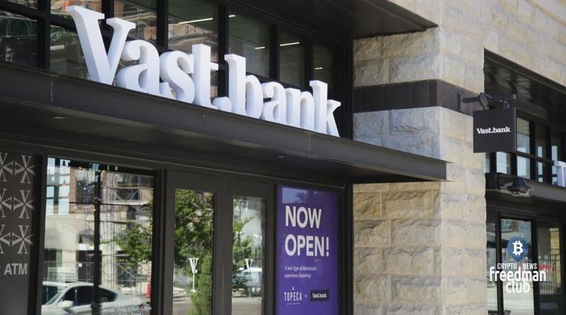vast-bank-zapuskaet-servis-kriptovaljutnogo-bankinga